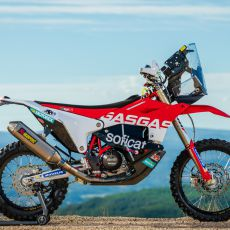 Laia_Sanz_GasGas_Factory_Racing_RC_450F_Dakar2020_Team_Shoot_102