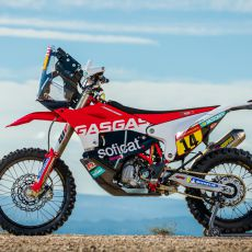 Laia_Sanz_GasGas_Factory_Racing_RC_450F_Dakar2020_Team_Shoot_109